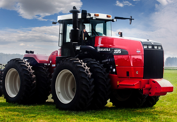 Versatile traktor